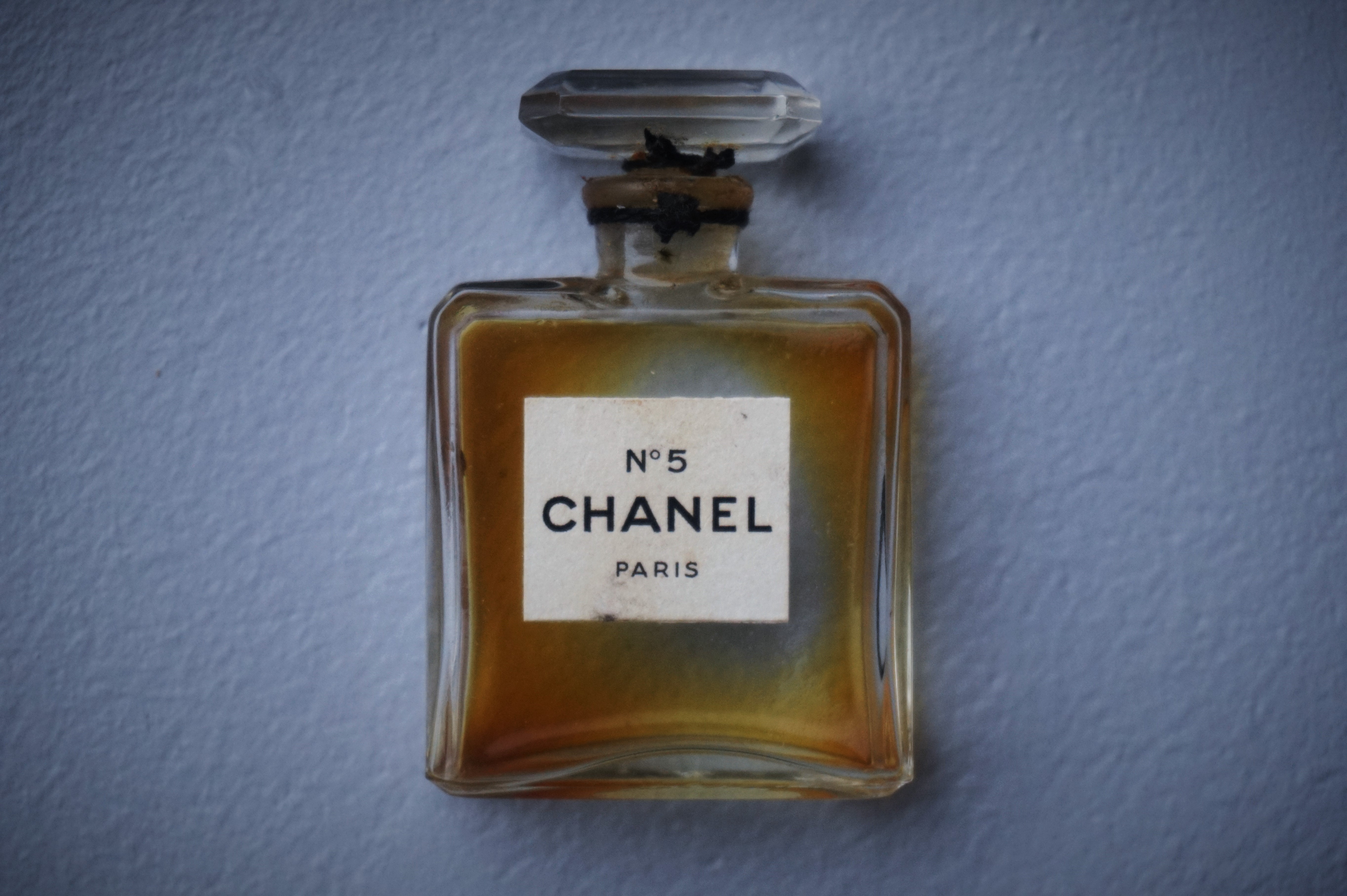 chanel no 5 extrait keen to cross the pond. Black Bedroom Furniture Sets. Home Design Ideas